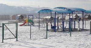 В Усть-Коксе благоустроили детскую спортивно-игровую площадку