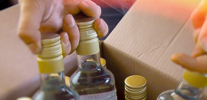 Хозяйка сельского магазина приторговывала водкой на дому