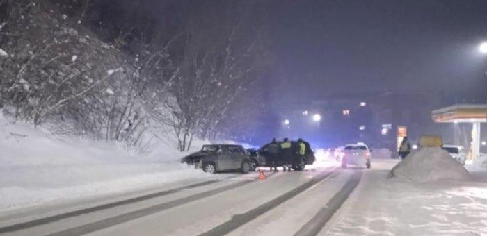 На объездной дороге столкнулись автомобили, 16-летняя девочка госпитализирована