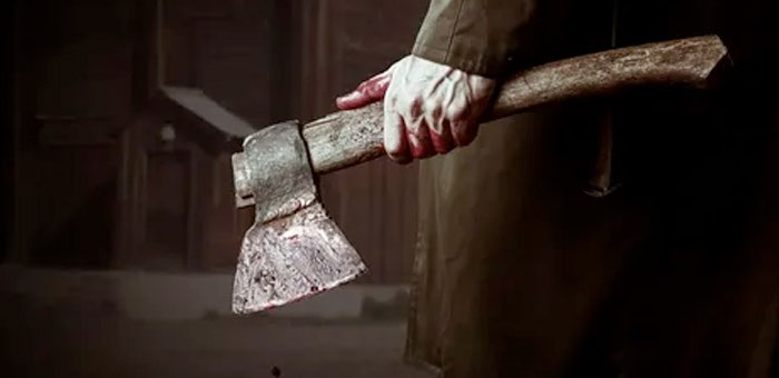 Пилой, топором и ножом: психически больной мужчина попытался убить отказавшую ему в сексе любовницу