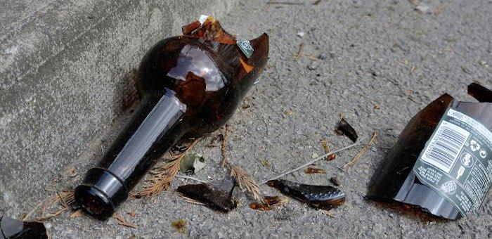 Бутылка – оружие пролетариата: недовольный зарплатой рабочий повредил автомобиль начальника