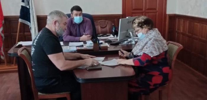 Глава Майминского района провел прием граждан