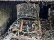 Пожарные спасли трех человек на ночном пожаре в Горно-Алтайске