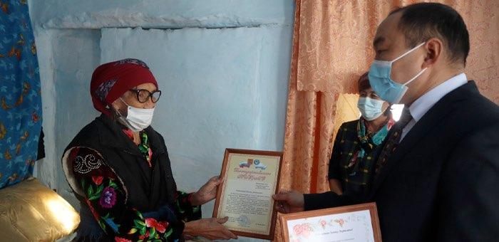 Сестра Героя Советского Союза из Усть-Канского района отметила 90-летний юбилей