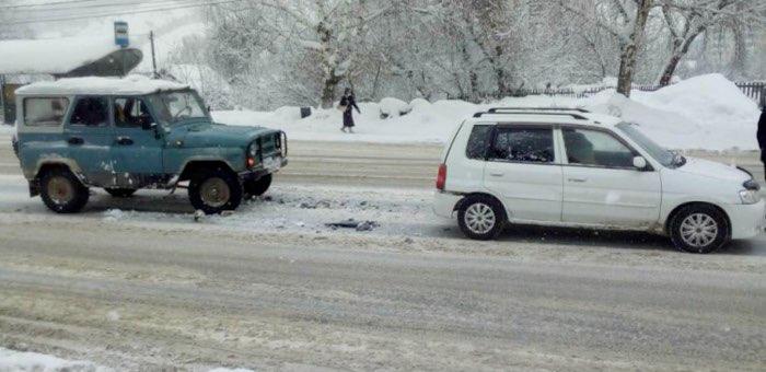Возле ПАТП столкнулись автомобили, госпитализирован подросток