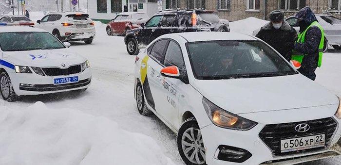 На Алтае на соблюдение «антиковидных» мер проверили почти 500 такси