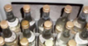 Безработный за пять дней дважды попался на перевозке на Pajero сотен бутылок нелегального алкоголя