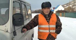 Дорожный рабочий спас пассажиров заглохшего морозной ночью автобуса