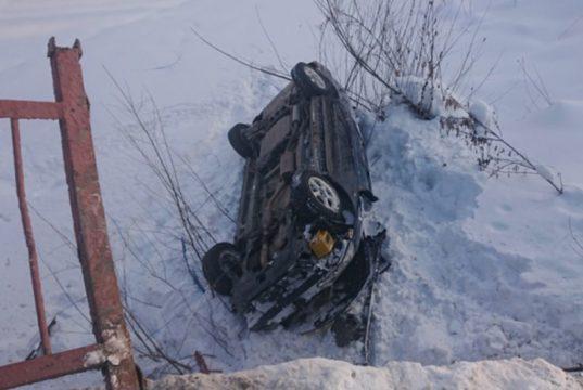 Honda Odyssey рухнула с моста в Горно-Алтайске