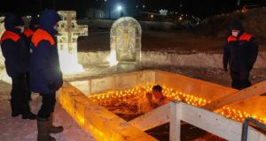 Около 3 тысяч жителей Алтая приняли участие в крещенских купаниях
