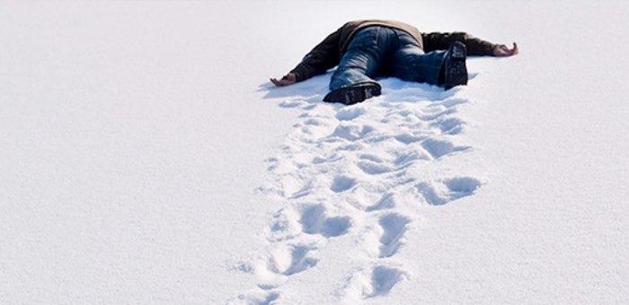 Выпил, уснул на снегу и получил обморожение: к чему приводит недогляд родителей за детьми