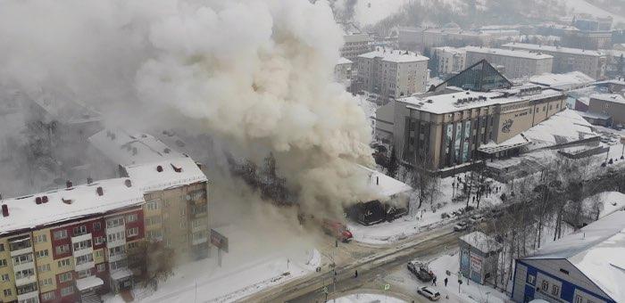 В Горно-Алтайске случился пожар в здании вечерней школы, эвакуировано 102 человека