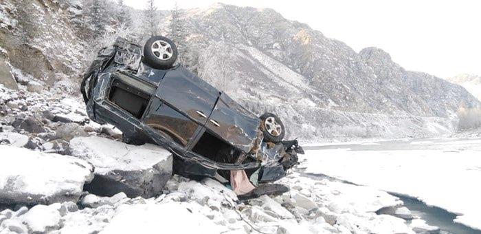 Машина слетела с Чуйского тракта к Катуни около бома Кур-Кечу