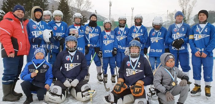 Усть-канцы взяли два призовых места в первенстве по хоккею с мячом среди юношей