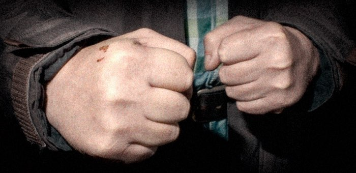 Нетрезвый именинник сел за руль, а потом напал на остановившего его полицейского