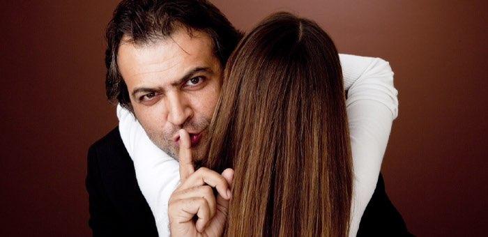 Кавалер с сайта знакомств переночевал с женщиной и обокрал ее