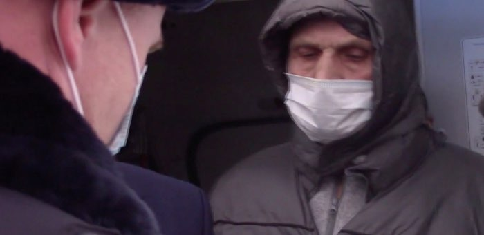 Задержанный за курение в самолете мужчина оказался преступником, находящимся в федеральном розыске