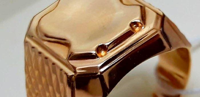 Горожанин украл у коллеги перстень стоимостью в 100 тысяч и сдал его в ломбард