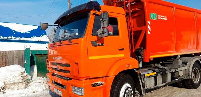 В Горно-Алтайске приступили к работе пять новых мусоровозов