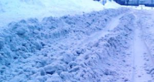 Подрядчиков наказали за снежные валы на тротуарах