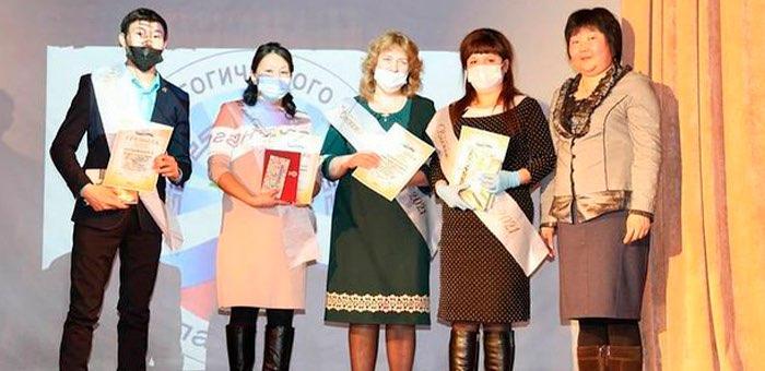 Названы победители Недели педагогического мастерства в Улаганском районе