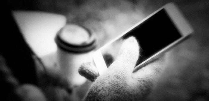 Разрядившийся телефон спас женщину от мошенника и разорения
