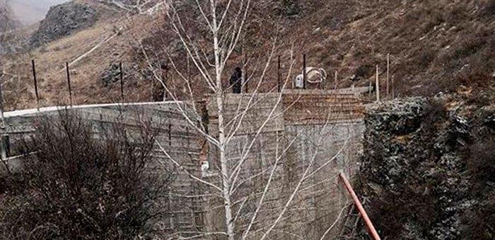 Житель Элекмонара незаконно построил дамбу на реке Бийка