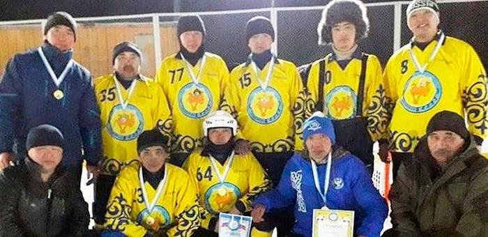 Команды из Кош-Агачского района заняли все призовые места на соревнованиях по хоккею с мячом