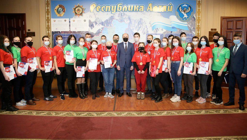 Олег Хорохордин встретился с победителями чемпионата «Молодые профессионалы»