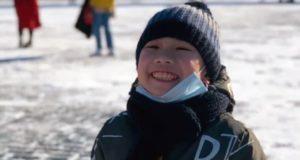 Помощник Деда Мороза помог ребенку исполнить мечту и побывать в Москве