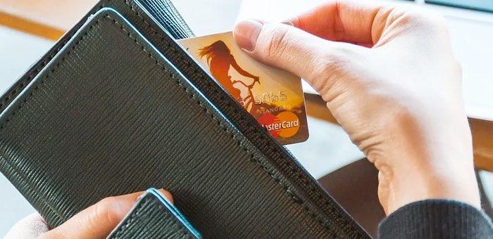 Горожанку обманули мошенники: она перечислила им не только кредит, но и свои сбережения