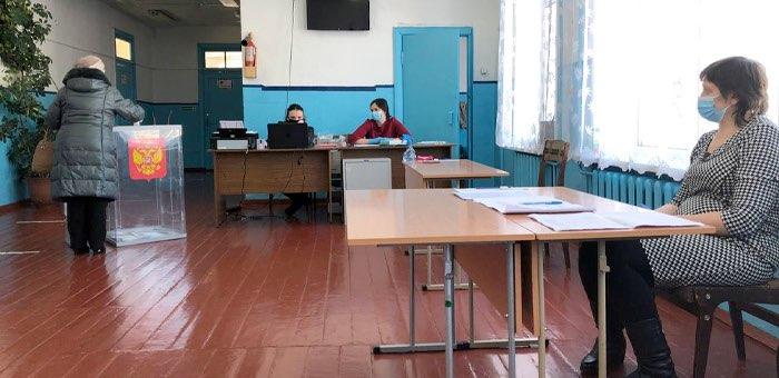 Коммунисты получили на довыборах три мандата, единороссы — один