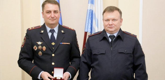 Более 30 полицейских получили награды за добросовестную службу
