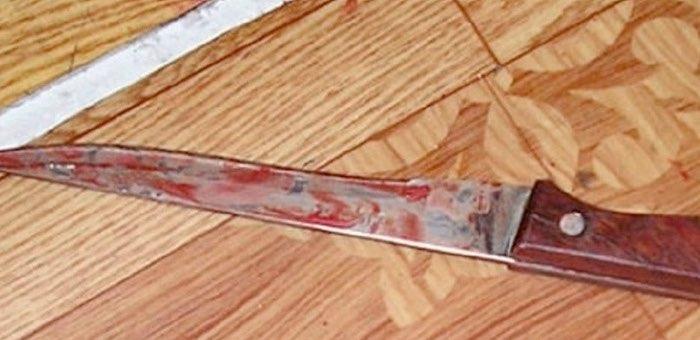 Отмечая праздник, взял нож и трижды ударил гостя в спину: горожанин чуть не убил человека