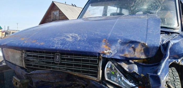 В Элекмонаре водитель машины, полной пассажиров, врезался в опору ЛЭП