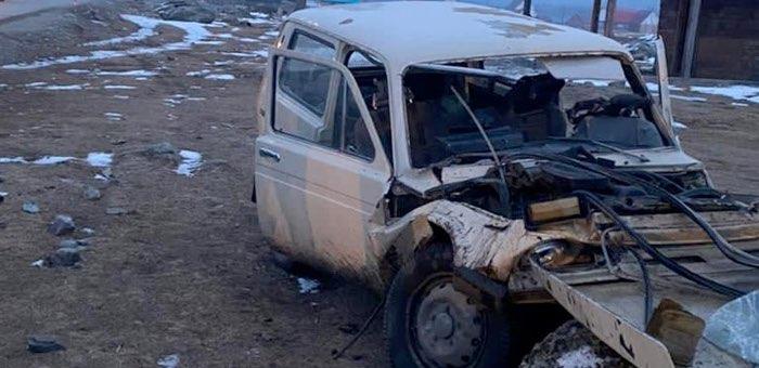 Нетрезвый водитель разбил машину об огромный камень в Улагане