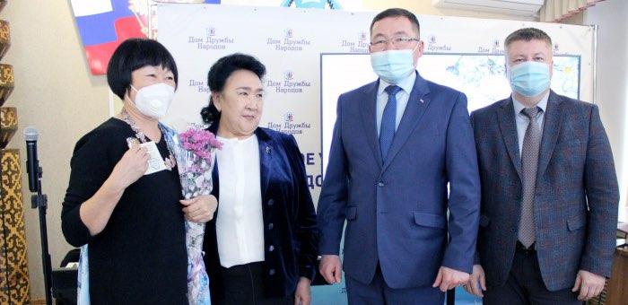 Общественное признание: женщины-медработники получили награды