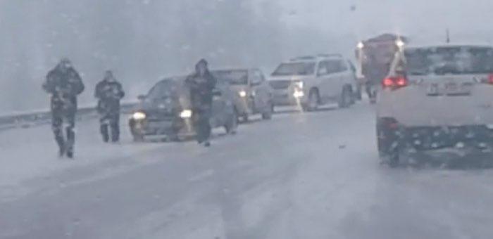 Предупреждение водителям: в соседнем Алтайском крае на дорогах штормовые условия