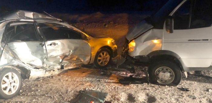 Молодой водитель на Mitsubishi Lancer выехал на встречную полосу и попал в больницу