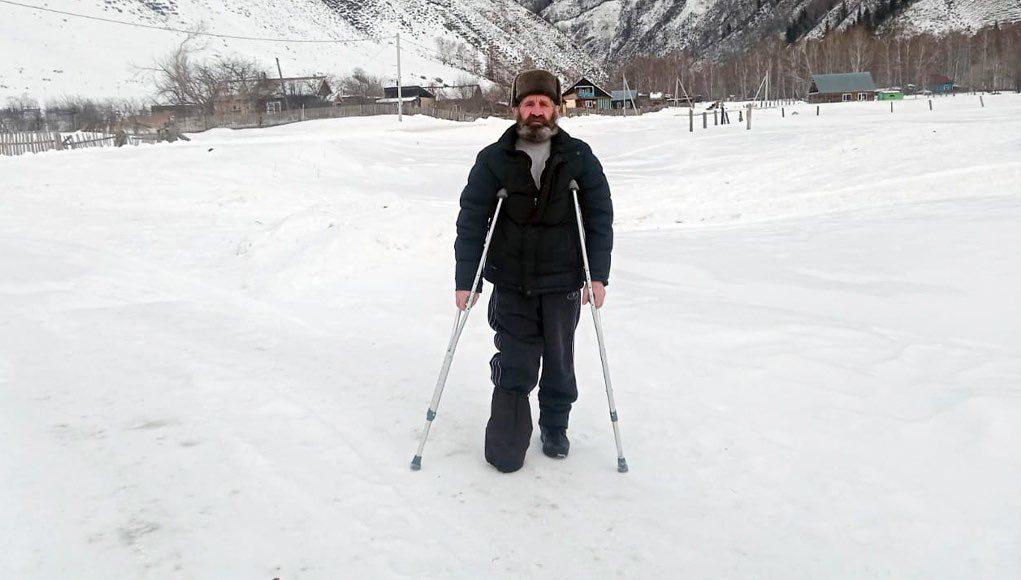 Двое суток без сна и отдыха мужчина со сломанной ногой полз домой: урок выживания в алтайских горах