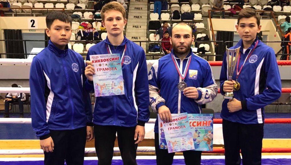 Иван Батов завоевал золото на чемпионате Сибири по кикбоксингу