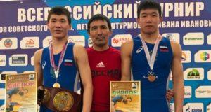 Борцы с Алтая успешно выступили на всероссийском турнире