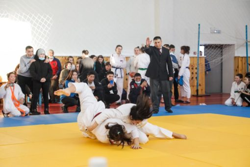 Двести спортсменок приняли участие в турнире по дзюдо в Горно-Алтайске