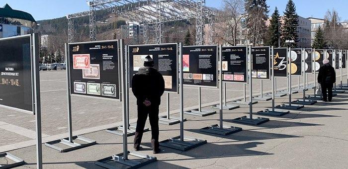 На центральной площади открылись выставки «Истории Победы» и «Деньги военных лет»