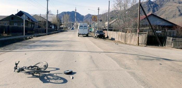 В Онгудае попал под машину подросток на велосипеде