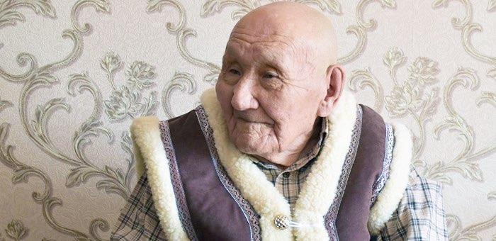 Труженик тыла Иосиф Саналов отметил 90-летний юбилей