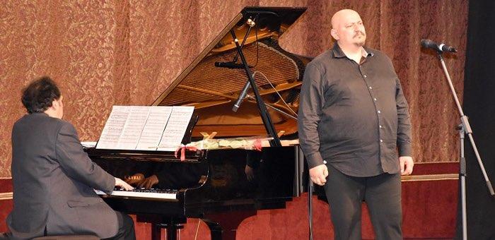 Именитые певцы и музыканты провели в Горно-Алтайске мастер-классы для детей
