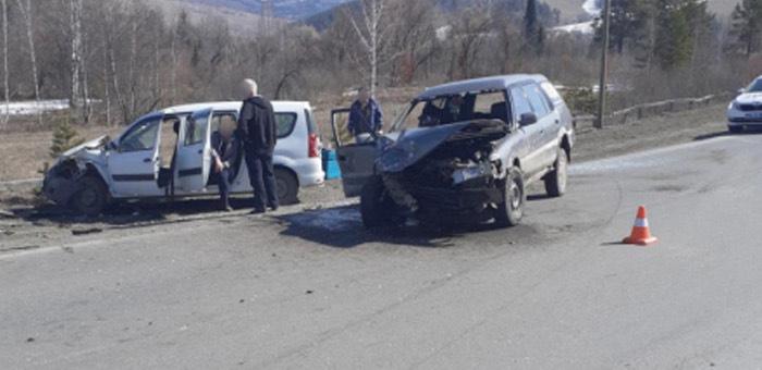 Нетрезвый житель Кызыл-Озека врезался во встречную машину на Телецком тракте