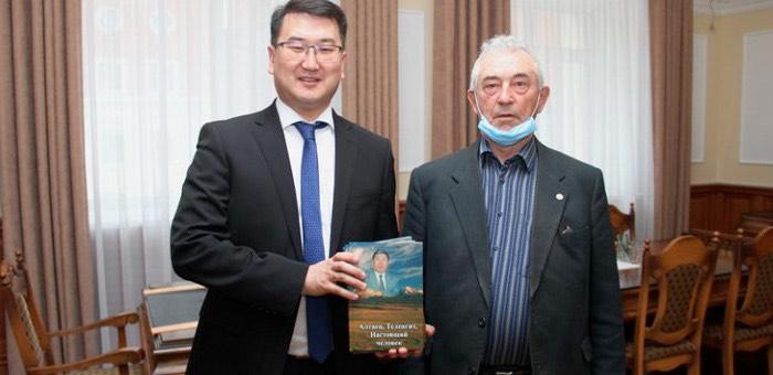 Вышла в свет книга о Владимире Сабине