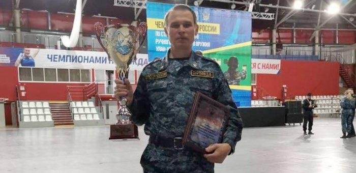 Пристав из Республики Алтай одержал победу в чемпионате по стрельбе